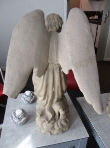 Engel vóór restauratie door Marie Mul