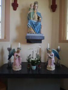 Engelen en Mariabeeld na restauratie door Marie Mul